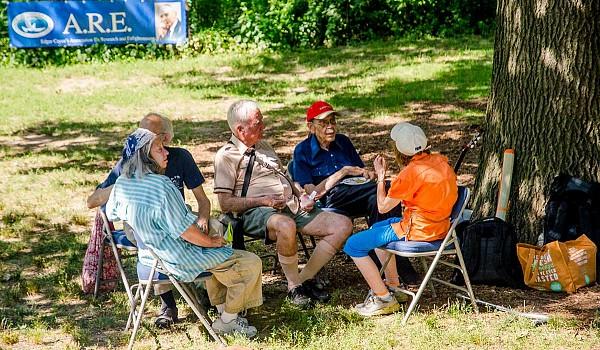08 2016 picnic mingling08